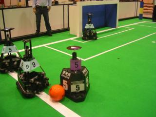 二次予選:WinKIT(金沢工大)とTribots(ドイツ)の試合