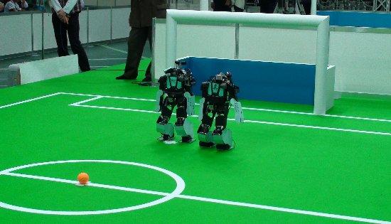 ゴールを死守するSiTIKチームのロボット