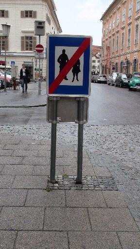 謎の道路標識