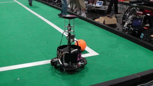 優勝候補の一角ドイツ Stutgart大学チームのロボット