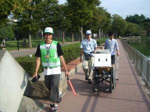 楽しそうにデータを収集するdemura.netチームのメンバー達