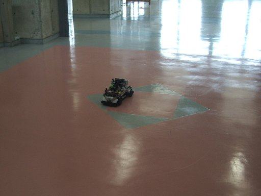 見事ゴール地点で停止したRoboCar