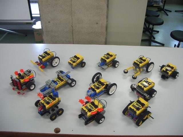 小学校5,6年生が作成したサッカーロボット