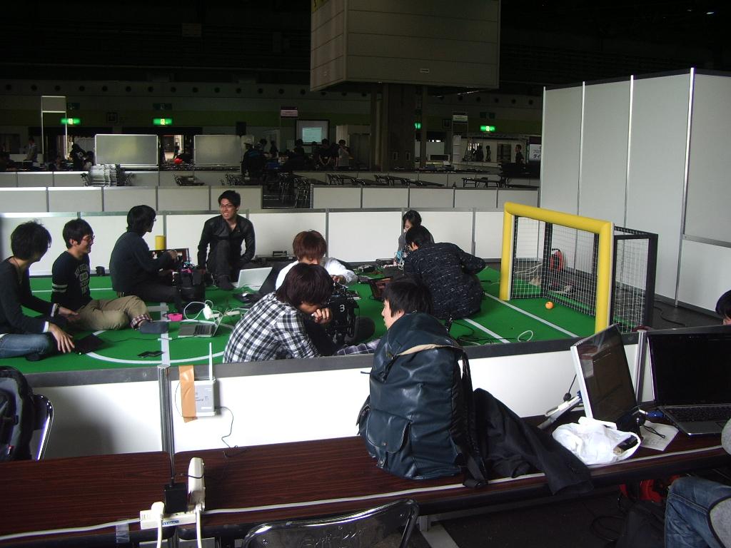 ロボカップジャパンオープン2011:ヒューマノイドリーグの準備の様子