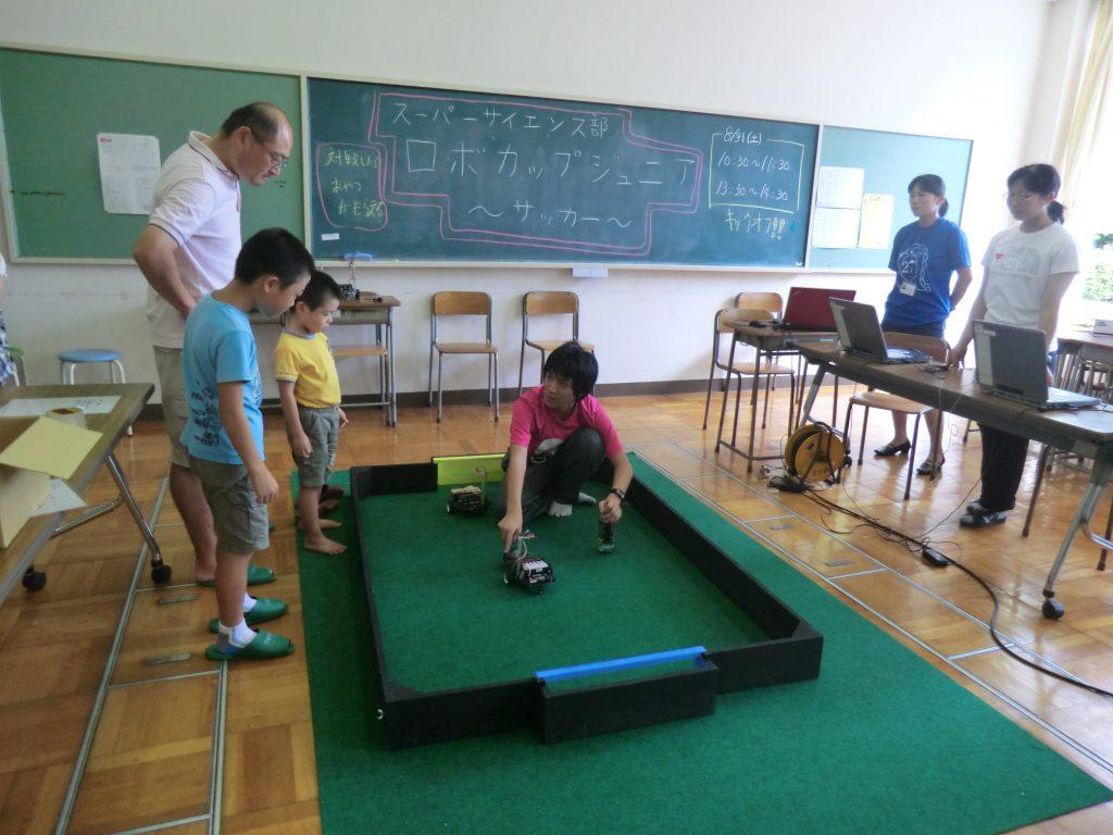 金沢泉丘高校でロボットサッカー