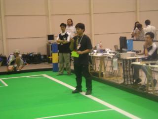 世界大会でメインレフリーを勤めるWinKITリーダー小沢君